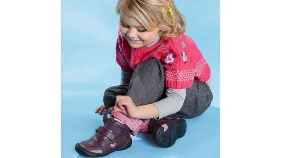 Размеры детской обуви: таблица по возрасту в сантиметрах (см) для детей